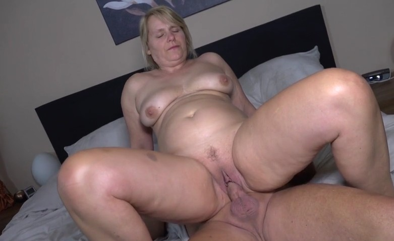 Mature woman invites her friend for sex