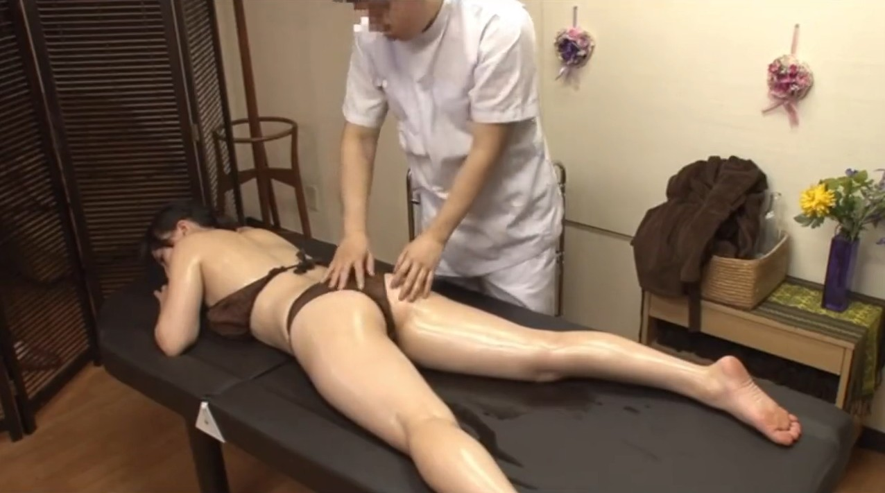 Perfect sexual massage with oiled asian