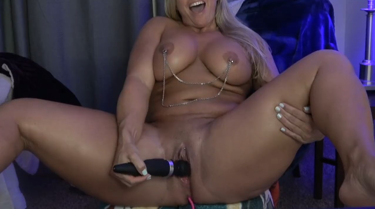 Hot mature blonde masturbates on webcam