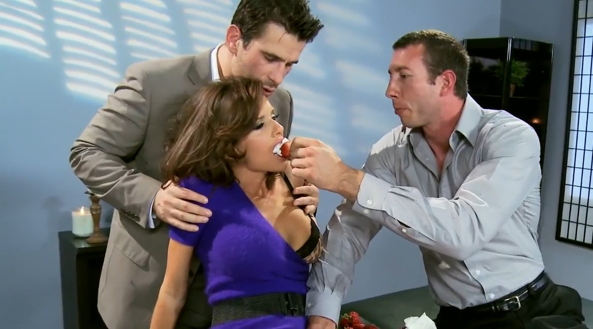 Brazzers - Busty slut Veronica Avluv enjoys great double penetration
