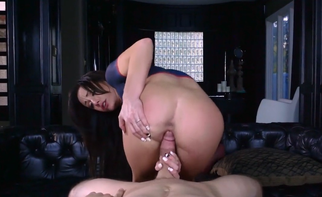 Brazzers - Sweet brunette Jennifer White enjoys great sex