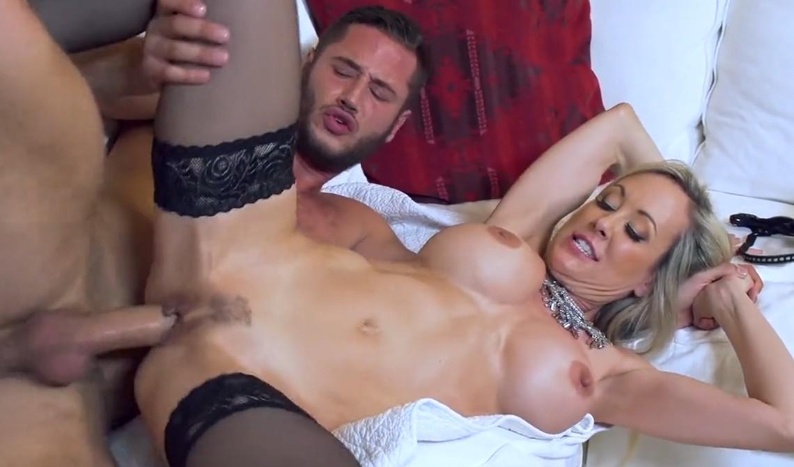 Brazzers - Blonde MILF Brandi Love needs hard sex