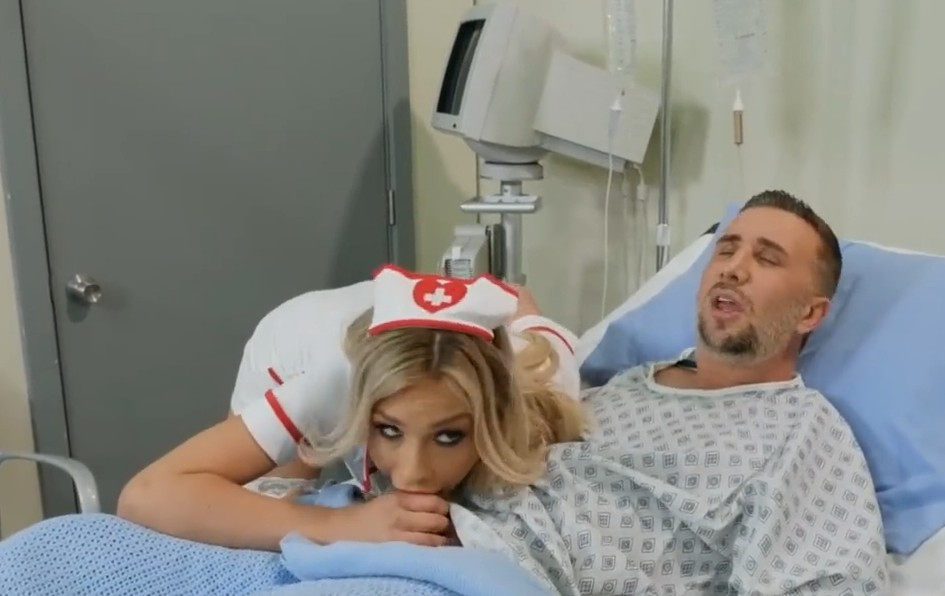 Brazzers - Sexy blonde nurse Carmen Caliente gives him all he wants