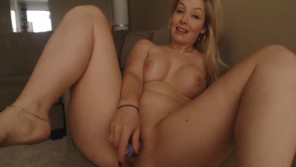 Busty Milf masturbation in fron of her webcam