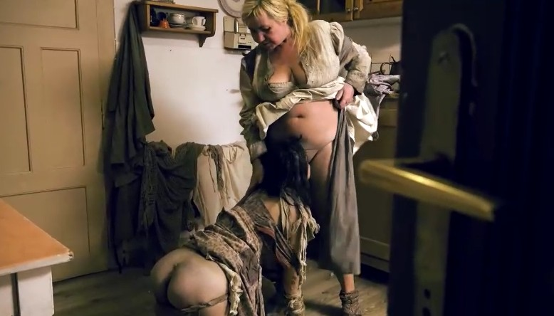 Horror Porn - The housewife is fucked by her woman slave