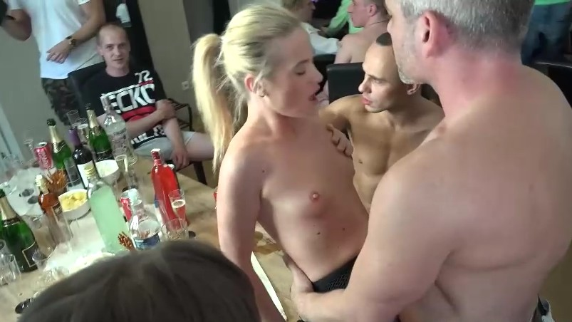 Nude young aunty