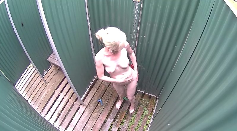 Czech Pool - Czech mature blonde recorded on camera in shower