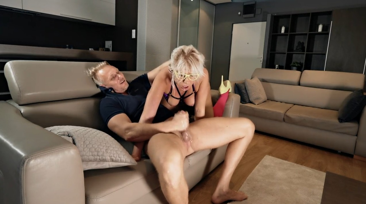 Hardcore deepthroat with his blonde wife