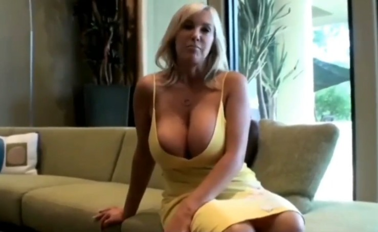 Stepson gives her stepmother orgasm for mothers day
