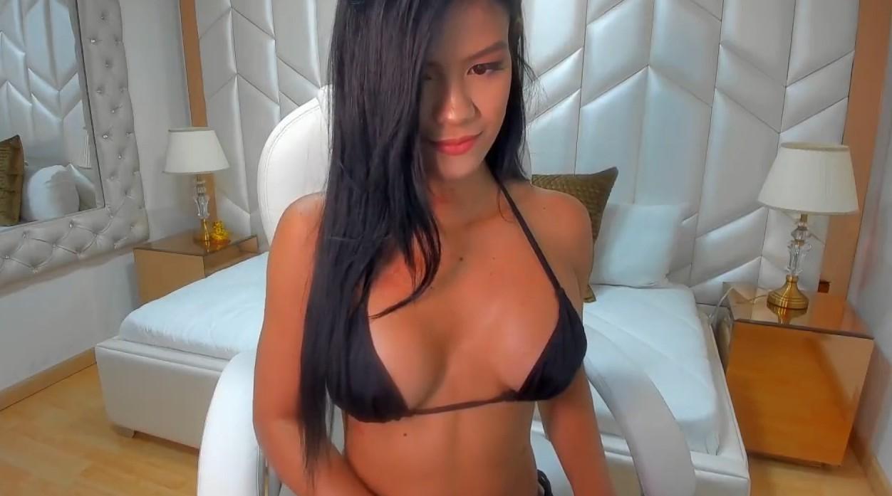 Hot chick in bikini on webcam