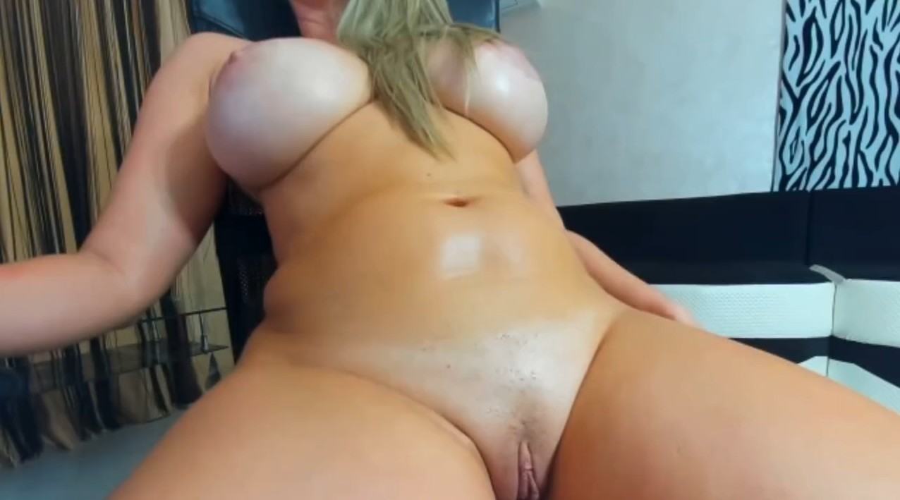 Busty blonde and her webcam show